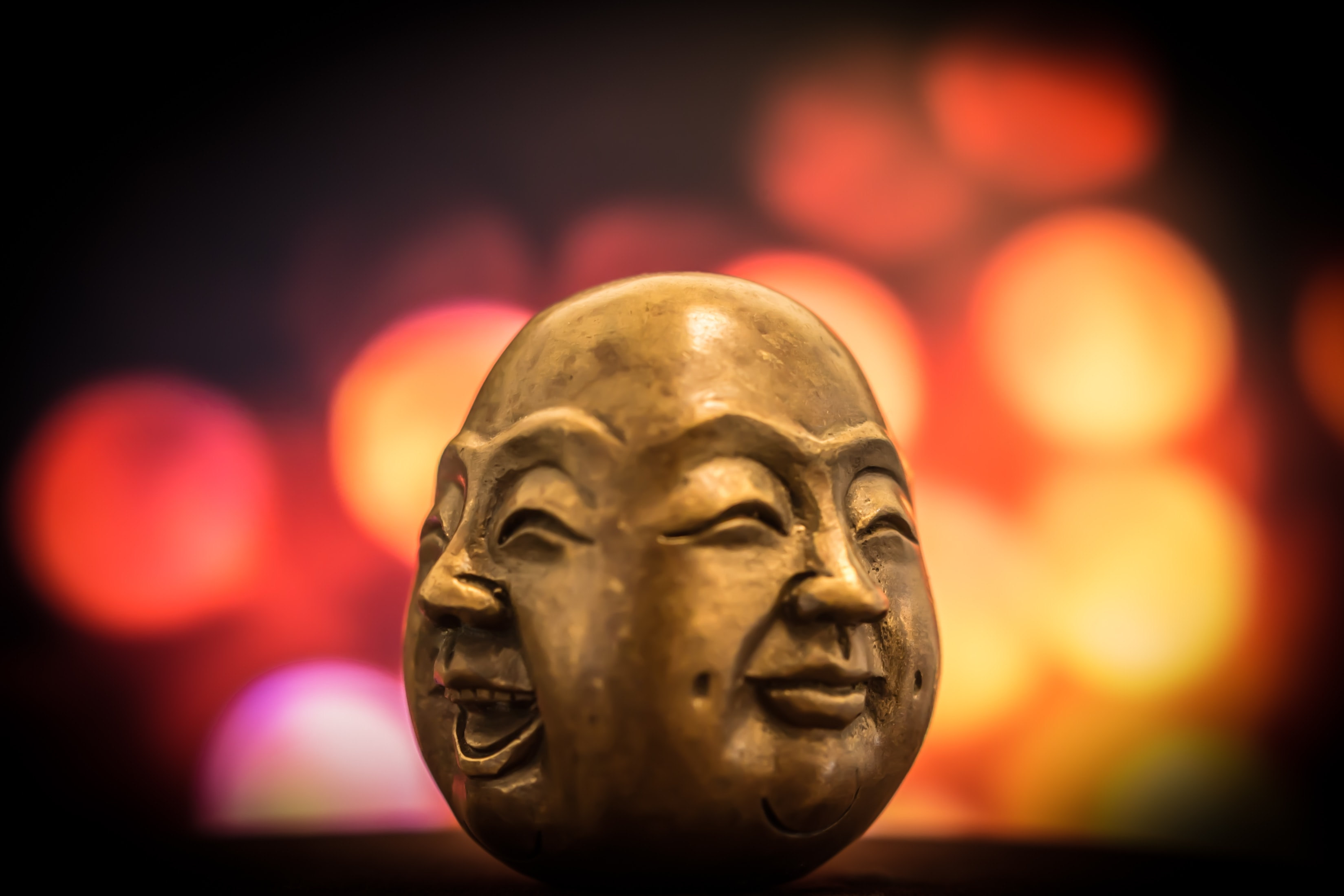 Sinnbild für Humor in der Kommunikation / Buddha Statue