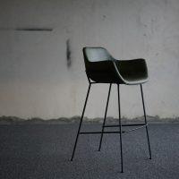 Sinnbild für Interview mit einem Troll - leerer Sessel