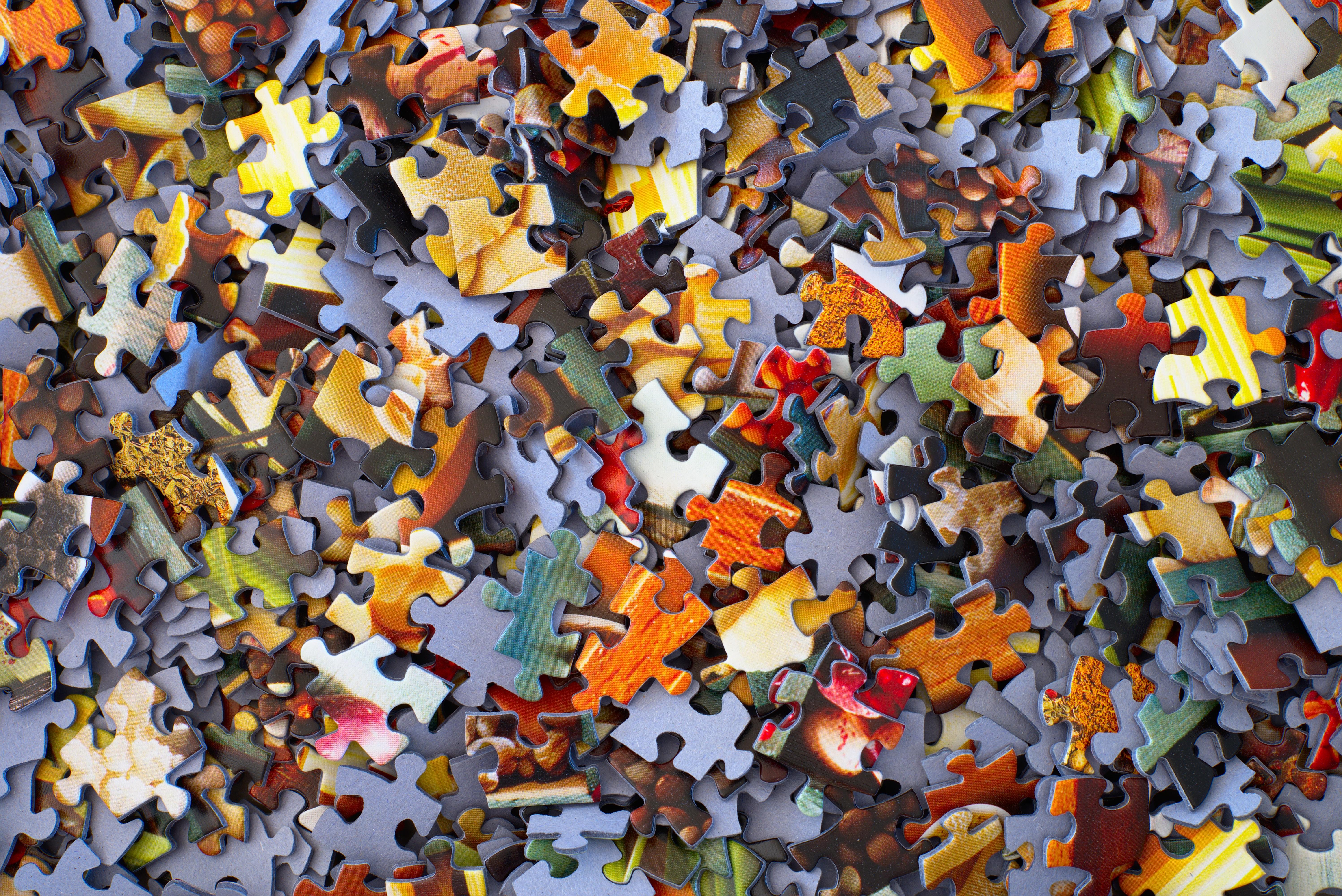 Sinnbild für Zusammenhang - bunter Puzzle